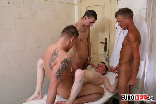 twink-gay-orgy